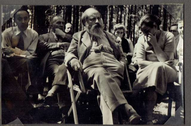 Martin Buber sits among crowd, listening.