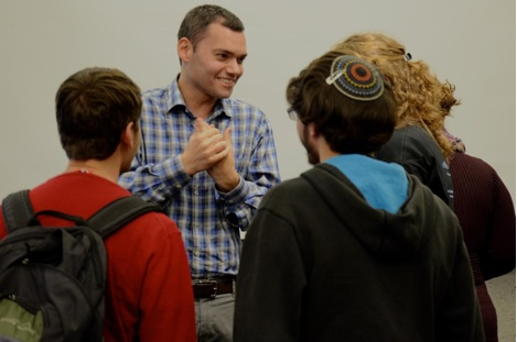 Peter Beinart talking to students.