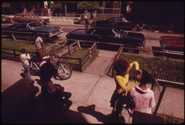 Image of Black neighbors on the sidewalk in Chicago's West Side, June 1973
