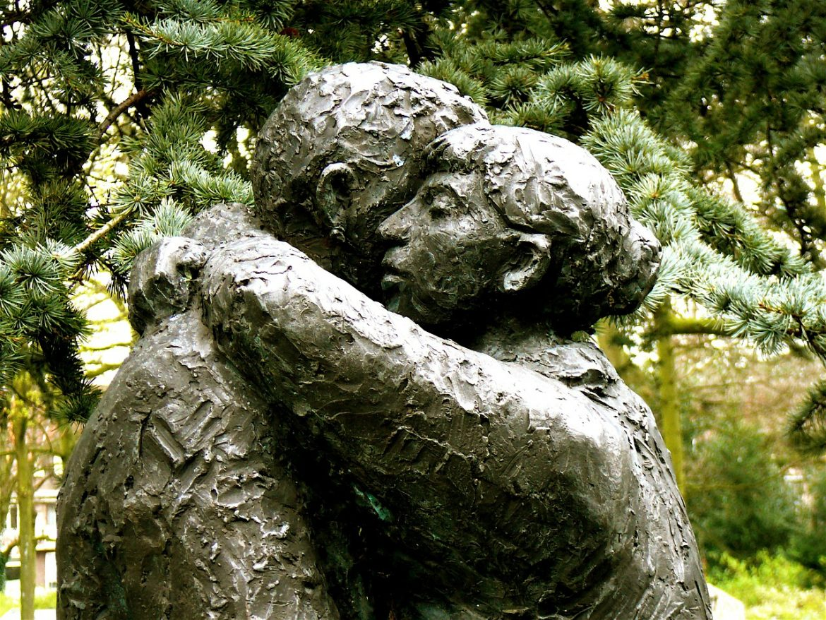 Sculpture of two people hugging