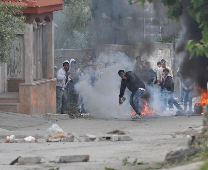 100 Palestinians gathered